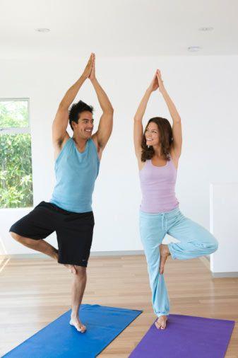 En faydasız 5 egzersiz  Saatlerini göbeğini eritmek için mekikler çekerek ve oturup kalkarak harcayan herkes size aynı şeyi söyleyebilir, bazı hareketler diğerlerinden çok daha etkilidir. Bazıları da aslında pek bir işe yaramaz. Artık siz vaktinizi boşu boşuna didinerek geçirmeyin diye, en yararsız 5 hareketi sizlere sunmaya karar verdik.  İşte karşınızda en işe yaramaz 5 egzersiz hareketi, eğer çalışma planınız sadece bunlardan ibaretse, programınızı değiştirmenizi öneririz.